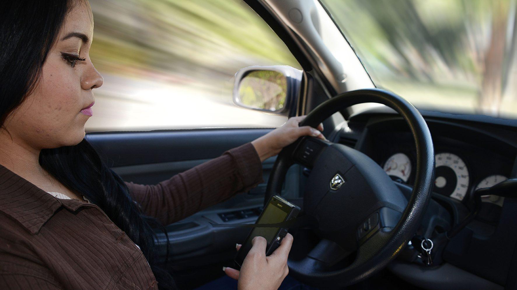 El uso del celular al manejar es peligroso