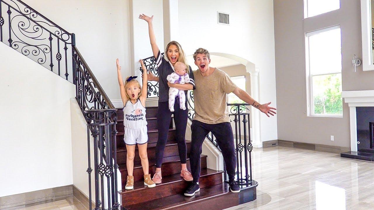 familia en casa con hipoteca